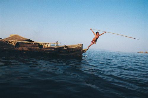 生活在缅甸南部丹老群岛半游牧部落男子