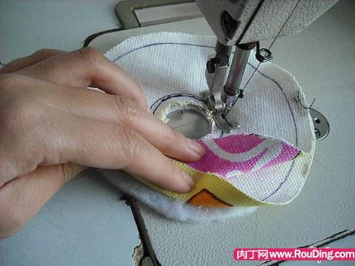 旧光盘小制作-可爱的纸巾盒图片