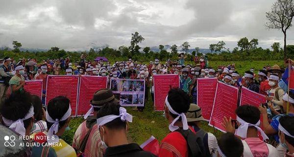 缅甸克伦邦帕本(Papun)100多个村庄的居民游行示威