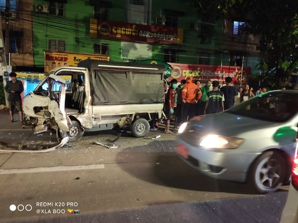 仰光北德贡镇发生三辆车相撞事故两人受伤