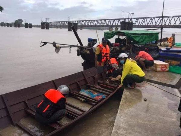 孟邦斋托市锡当江畔一草房被潮水卷走三人失踪