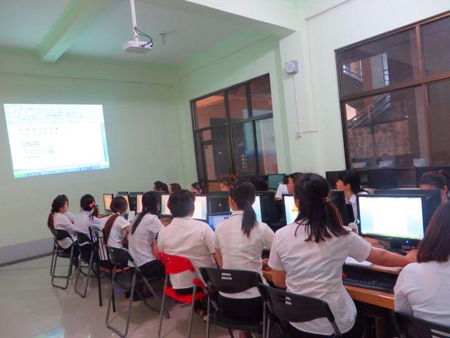 曼德勒新世纪为本土华文教师培训电脑办公软件(王文波