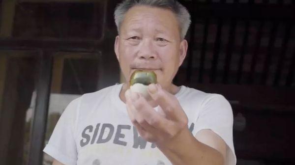 """视界   """"真香""""警告 美媒揭秘这一中国传统美食的制作过程——"""