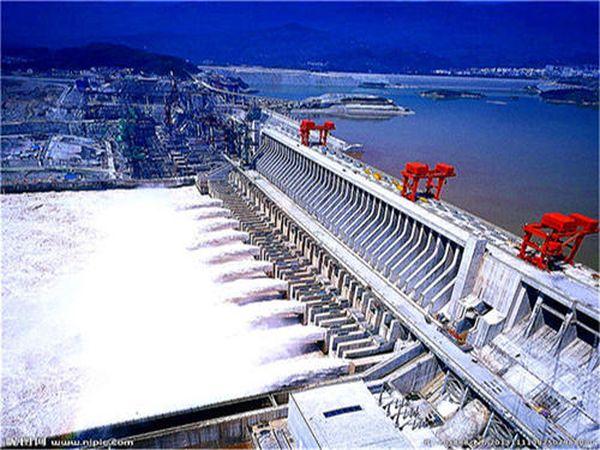 有人在等待长江三峡堤坝何时崩溃?