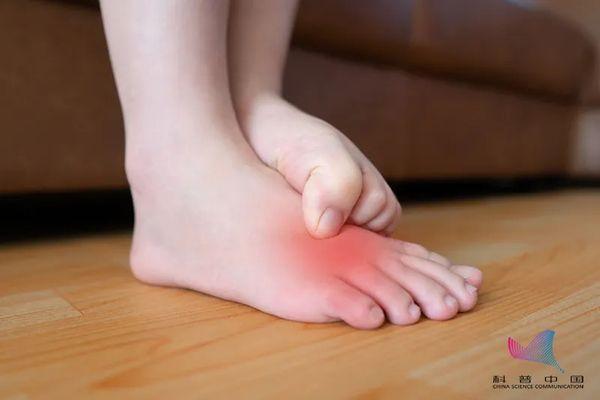 """女子爱穿尖头鞋竟患上这种""""瘤""""!不同脚型该怎么选鞋?今天说清楚了"""