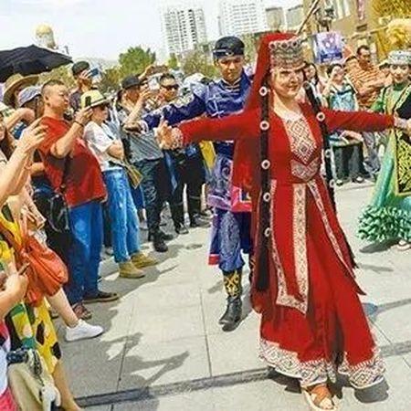 怎么讲好新疆故事?用这一招